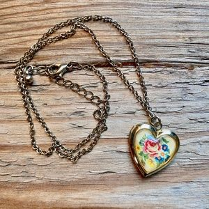 Jewelry - Gold Tone Floral Heart Shaped Locket Necklace